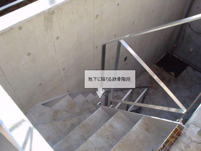 階段支柱をなくしてドライエリアのスペースを有効活用 ドライエリア