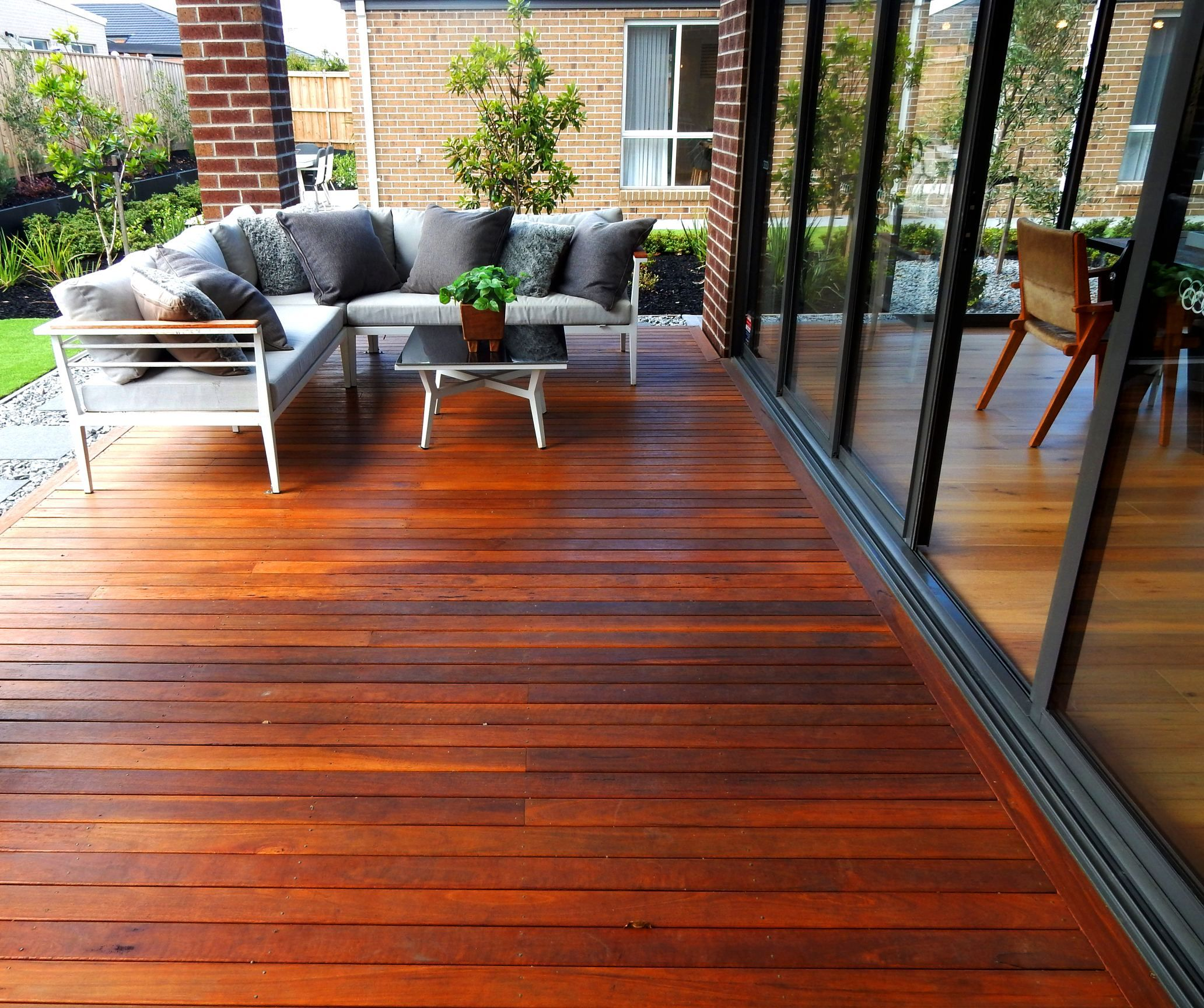 Chippy S Outdoor Supplied Homebuyer S Centre With Spotted Gum Decking Timber For Their Mount Duneed Display Centre We S Spotted Gum Decking Timber Deck Deck