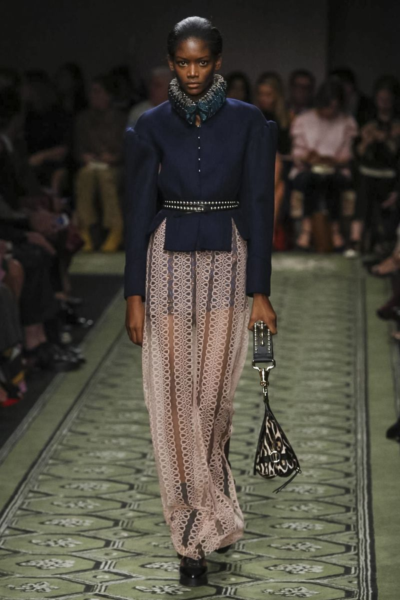 4dbdbd4c4095 Burberry Women Fashion Show Ready to Wear Collection Spring Summer 2017 in  London