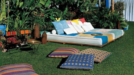 Camastro moderno muebles pergolas pinterest for Camastros para jardin