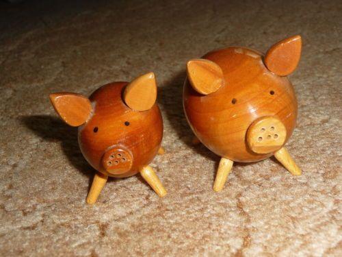 2 Tlg Set Salz Und Pfefferstreuer Salzstreuer Holz Als Schweinchen Gebraucht Ebay Salz Und Pfefferstreuer Pfefferstreuer