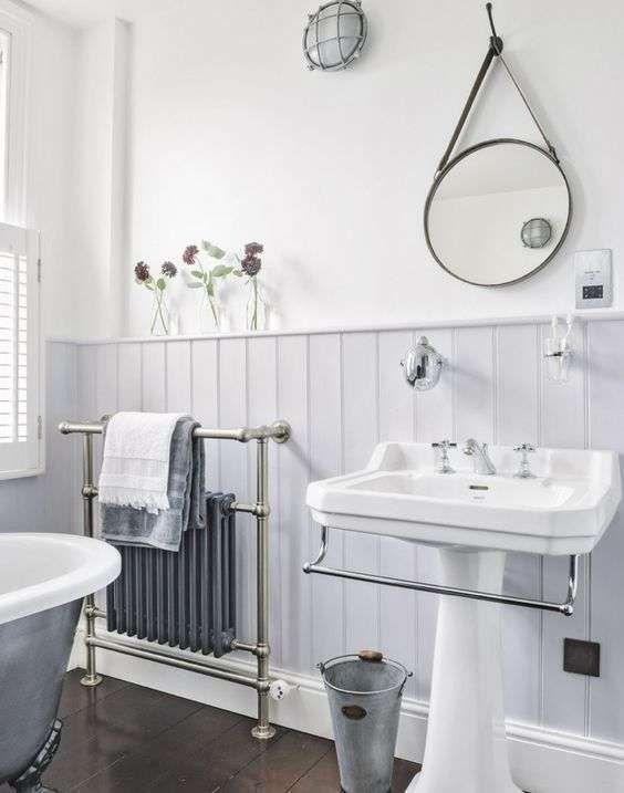 Bagno in stile liberty bathroom 2nd floor bagno bagni for Armadietti per bagno