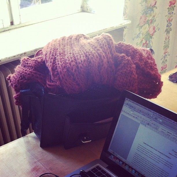 bengtssonsofia @ instagram. #homework #plugg #school #skola #scarf #halsduk #bag #väska #macbook #mac #window #fönster #instagram