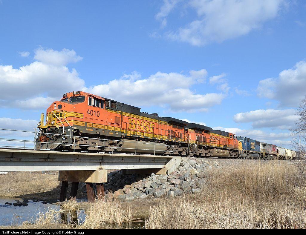 RailPictures.Net Photo: BNSF 4010 BNSF Railway GE C44-9W (Dash 9-44CW) at Aurora, Illinois by Robby Gragg