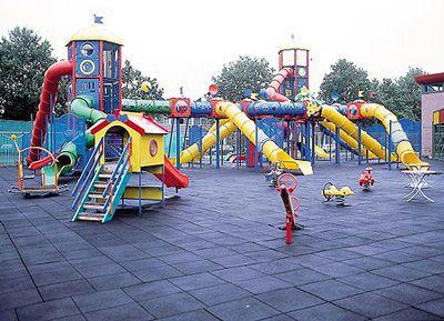 foto parque infantil kompan