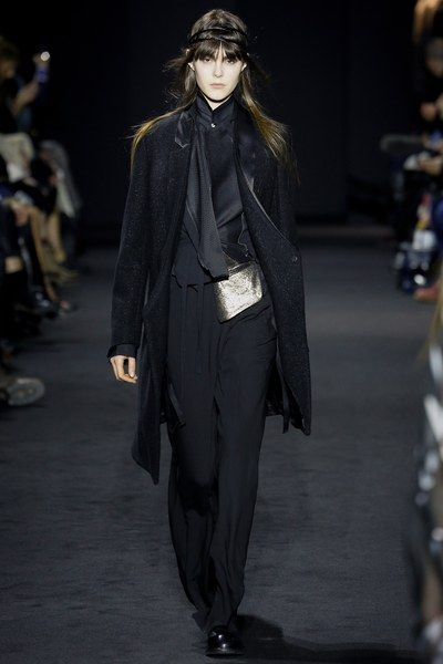 See the complete Ann Demeulemeester Fall 2016 Ready-to-Wear collection.