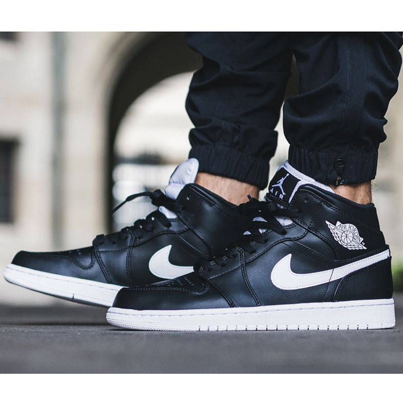 best cheap f3e07 452fb Nike Air Jordan 1 Mid (554724-038) Black White USD 100 HKD 780