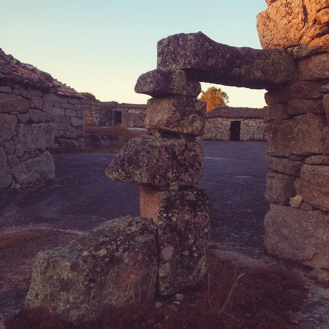 @hotelstroganov Prehistoric haystacks #palheiros #fiaisdabeira #oliveiradohospital #coimbra #turismodocentro #portugaldenorteasul #visitportugal #umpaisdentrodopais