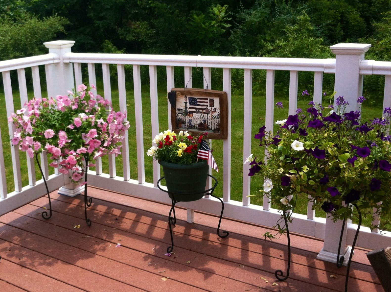 Country cottage deck decor gardening pinterest for Small deck decorating ideas pictures