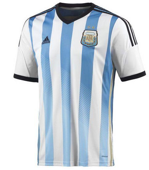 Los uniformes para Argentina son generalmente rayas de luz azul y blanco,  pero también pueden