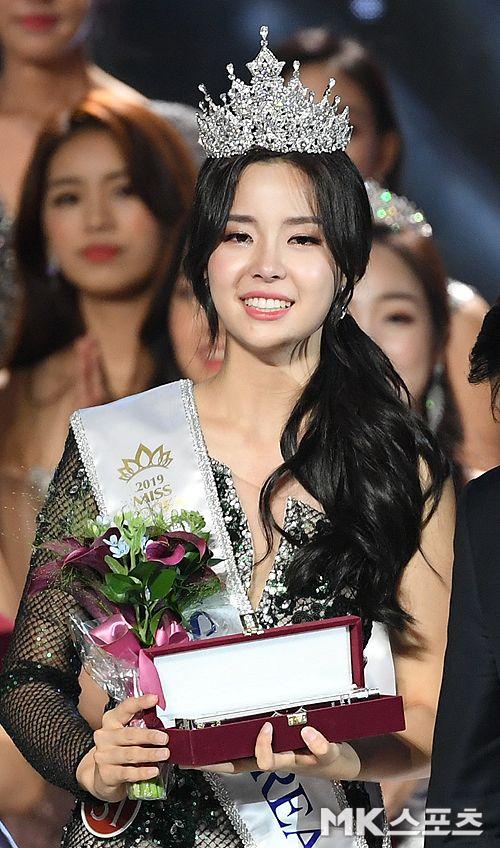2019 Miss Korea: beauty inside and out