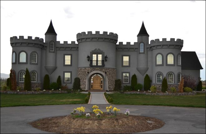 I want to live here this castle house in kuna id for for Small castle house