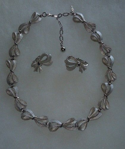 FABULOUS SILVERTONE RIBBON AND BOWS TRIFARI NECKLACE AND CLIP EARRINGS SET
