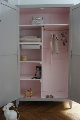 Atelier Petit Toit Another Example From Her Work Relooking Armoire Armoire Bebe