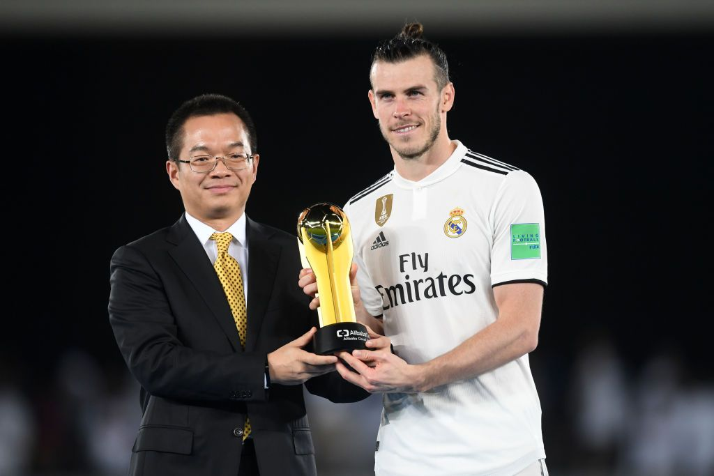 Gareth Bale Of Real Madrid Poses With His Adidas Golden Ball Award Gareth Bale Real Madrid Club World Cup