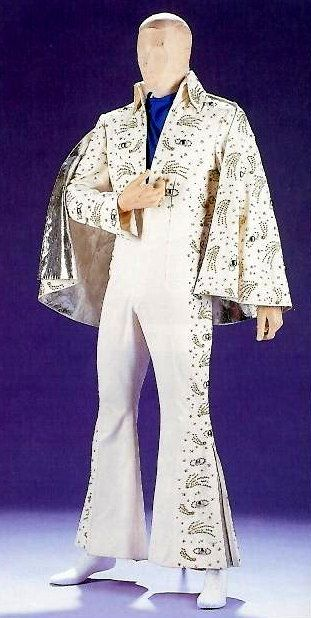 The saturn suit was used by Elvis in november 15 1972 and in Las Vegas in january/february 1973 . But no 1973 pictures of Elvis wearing this suit exist . That suit is now in a private hand collector.