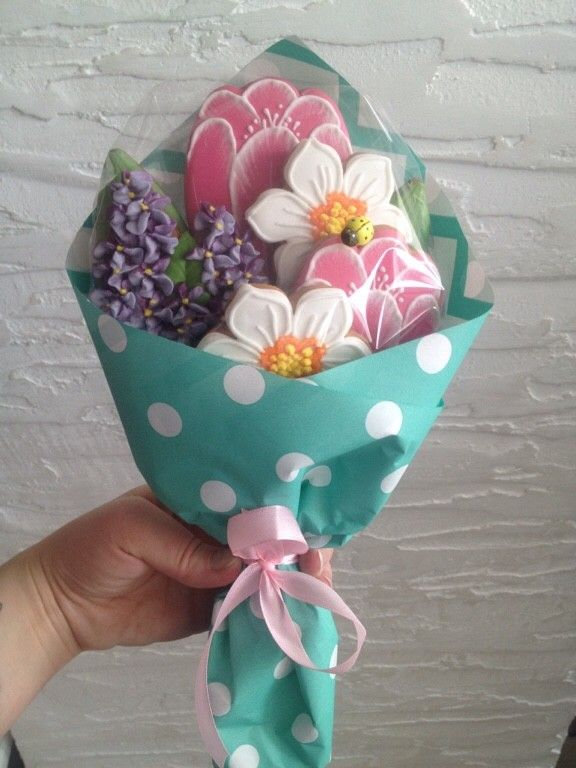 A bouquet of pretty flower cookies!   Mother's day cookies ...