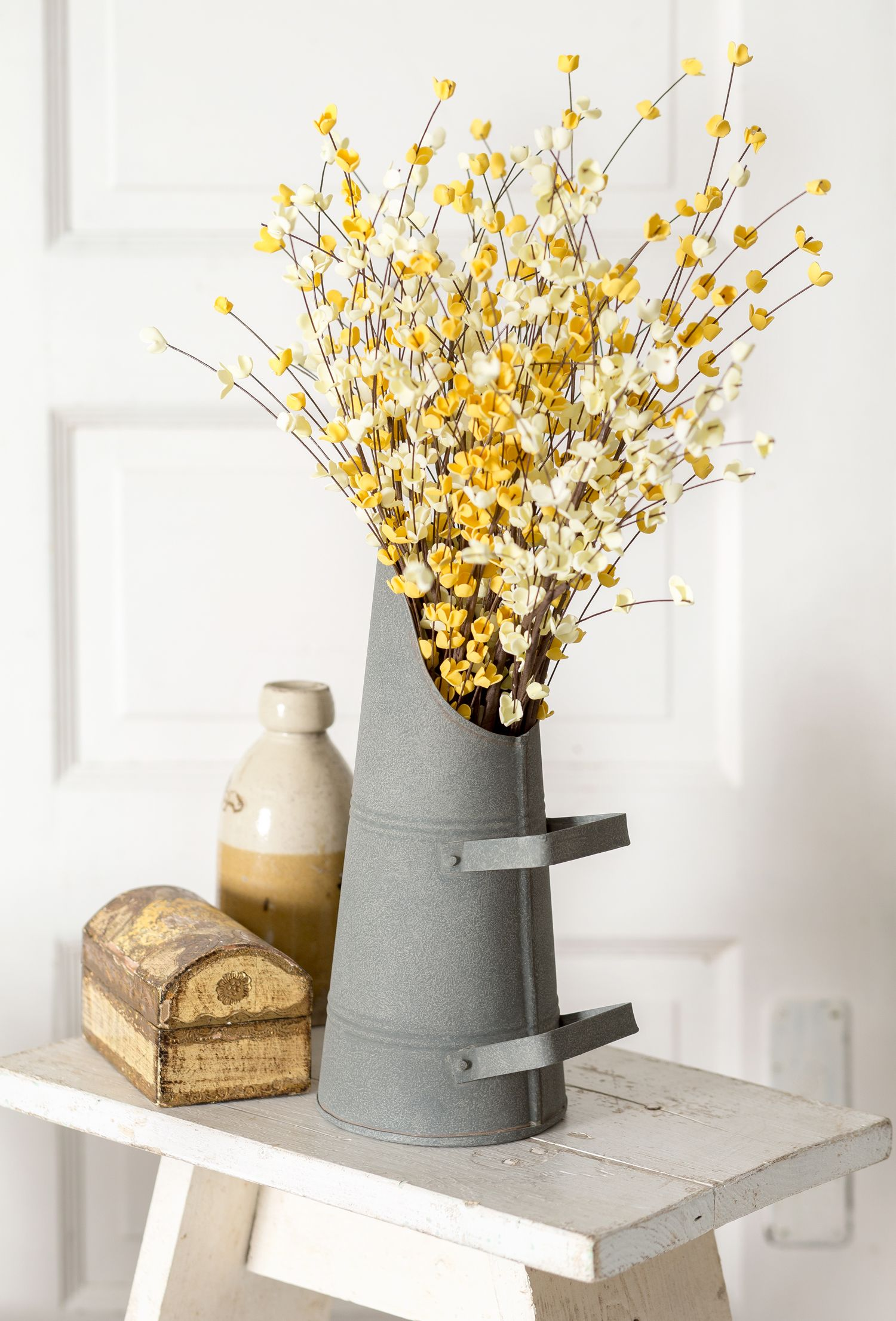 Simple is sometimes the best look around. Farmhouse