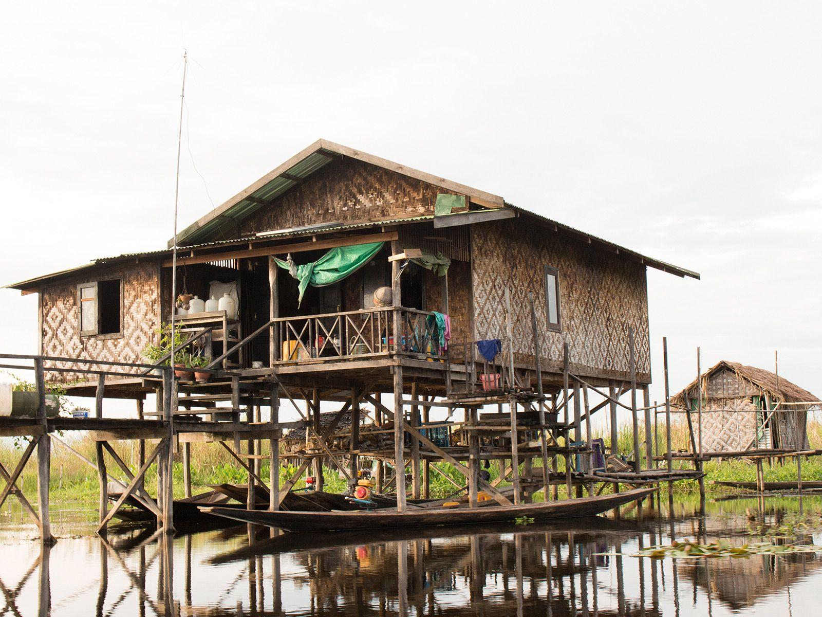 Elegant Haus Auf Stelzen Foto Von Inle See