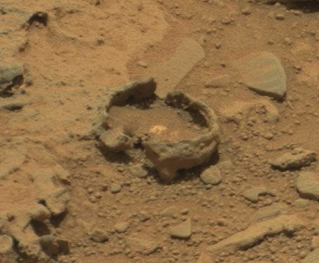 More of those weird 'bubbles' seen by Curiosity rover http ...