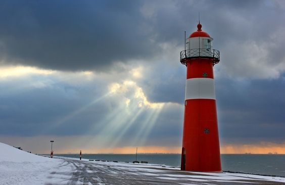 Struggling lightbeames by Mark Snel