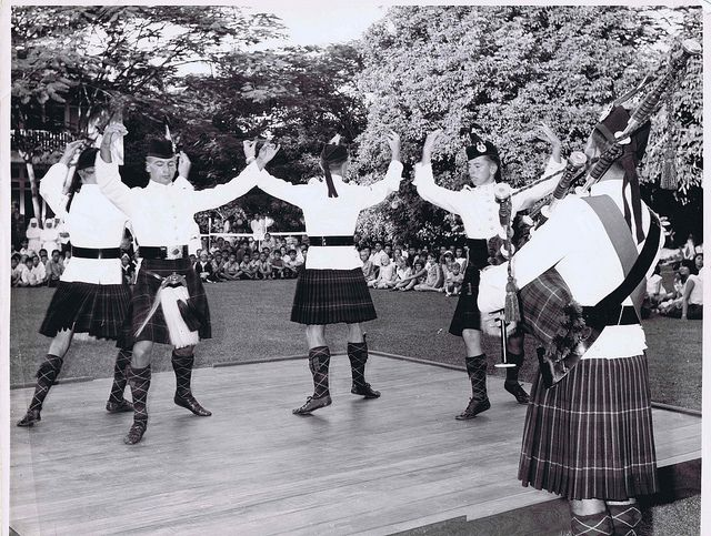 1st Bn Gordon Highlanders Dancers In Singapore 1974 Highlanders British Army Uniform Scottish Culture