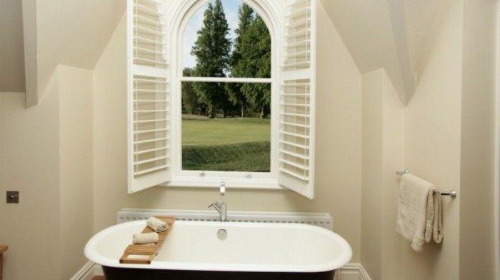 Wandgestaltung Bad Ohne Fliesen Mit Einem Großen Fenster