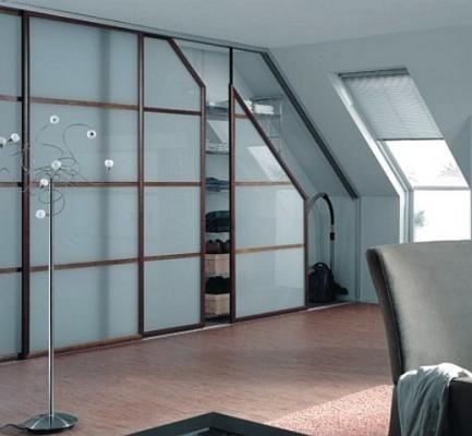 Puertas correderas de advantage bajo buhardilla lateral for Puertas decorativas para interiores