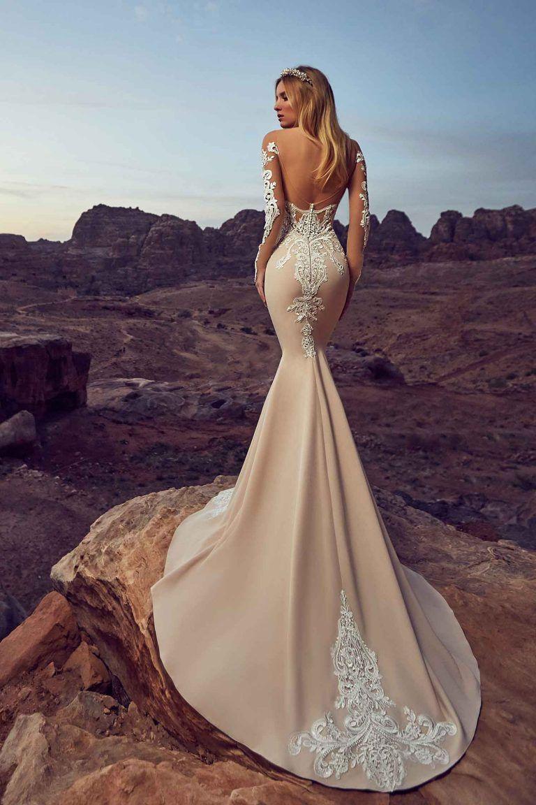 Découvrez notre création deya une robe de mariée en satin de soie