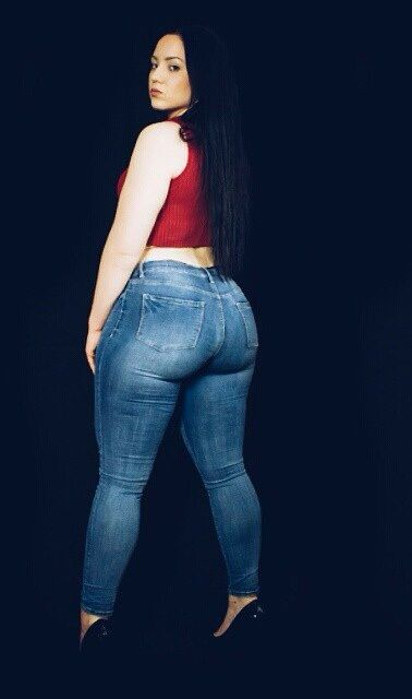 BBW jean stretching ass and thickness