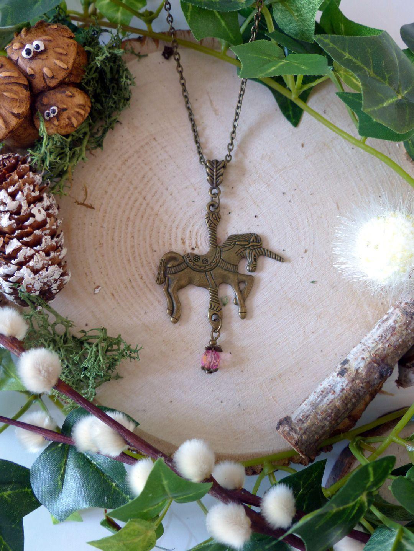 Collier sautoir petite licorne de carrousel : Collier par kawaii-fairy