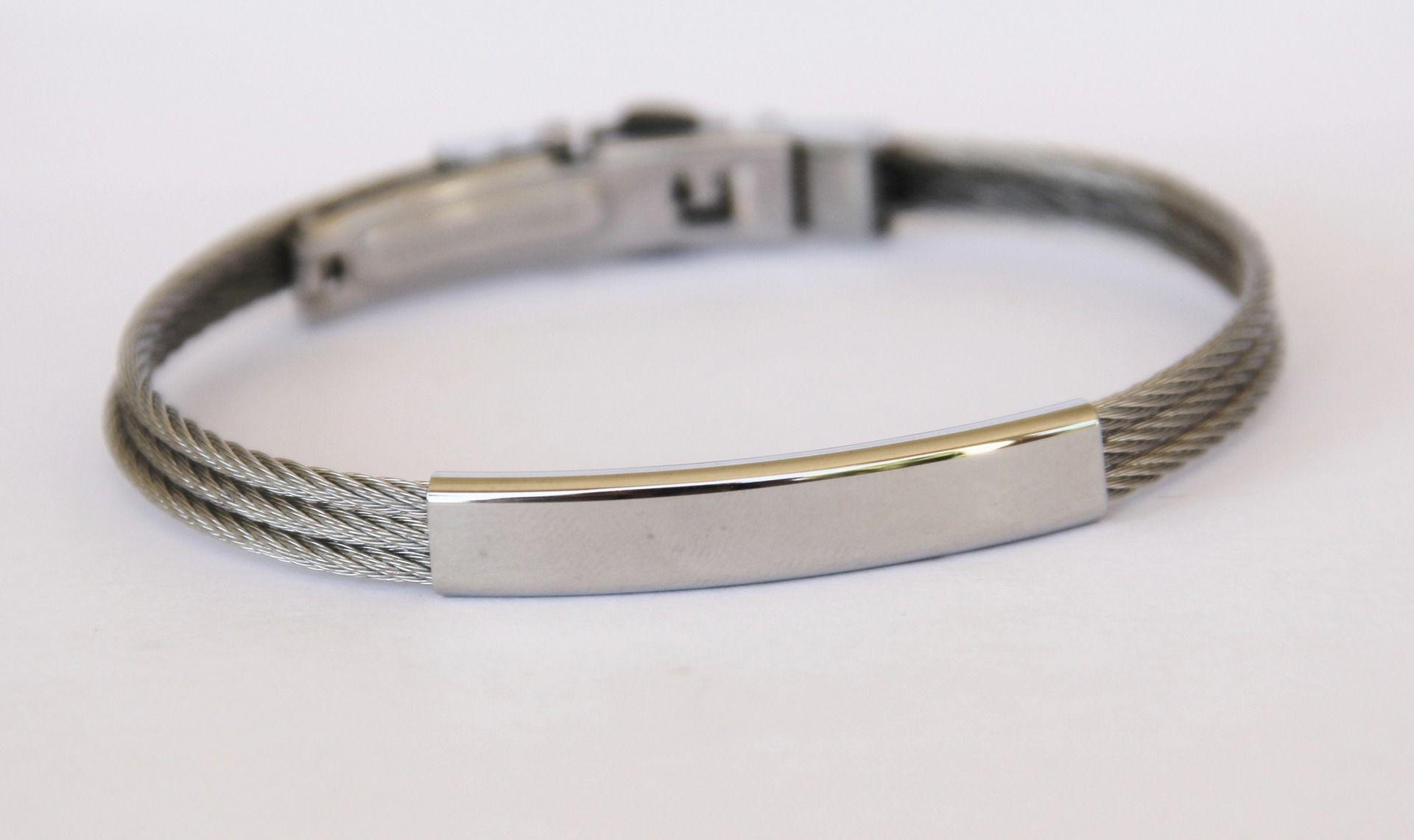 15c47a5947b bracelet homme gourmette ã graver acier cable tressé et plaque d acier BA1    Bijoux pour hommes par made-with-love-in-aiacciu