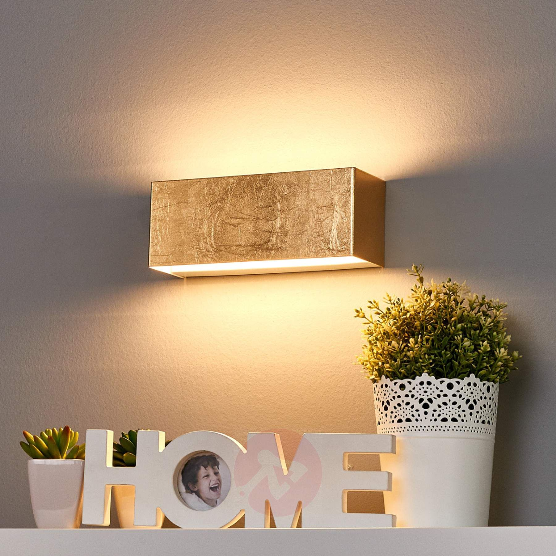Eckige LED-Wandlampe mit goldfarbenem Finish   Leuchten in Gold ...