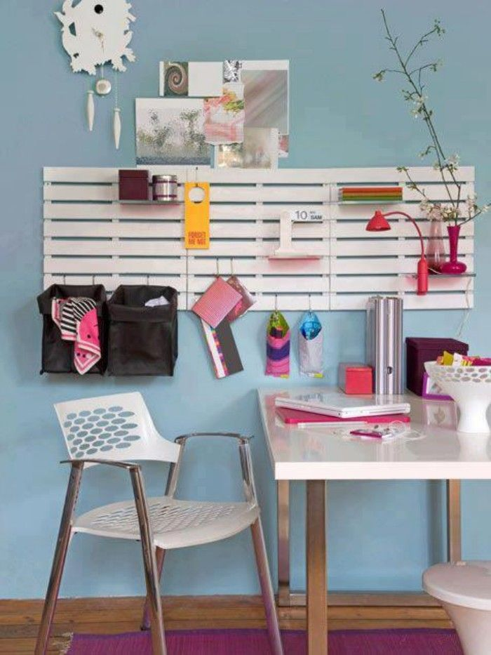 Add some simple S-hooks and you can create a perfectly customized desk or dorm organizer to a pallet! buypalletfurniture.com