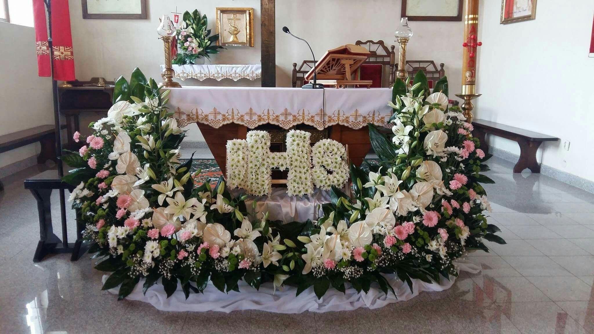 Komunia Sw Dekoracja Kosciola Floral Wreath Floral Decor