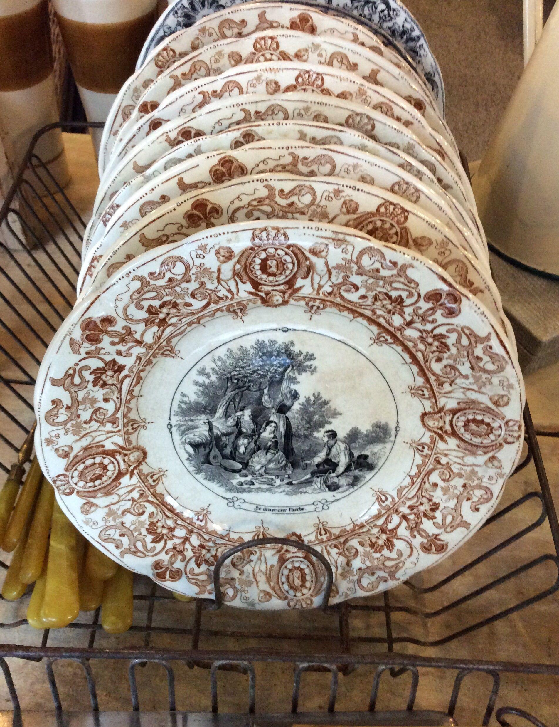 kauniit ruskehtavakuvioiset antiikkilautaset 1875-1900 luvulta . OPAQUE DE SARREGUEMINES . @kooPernu
