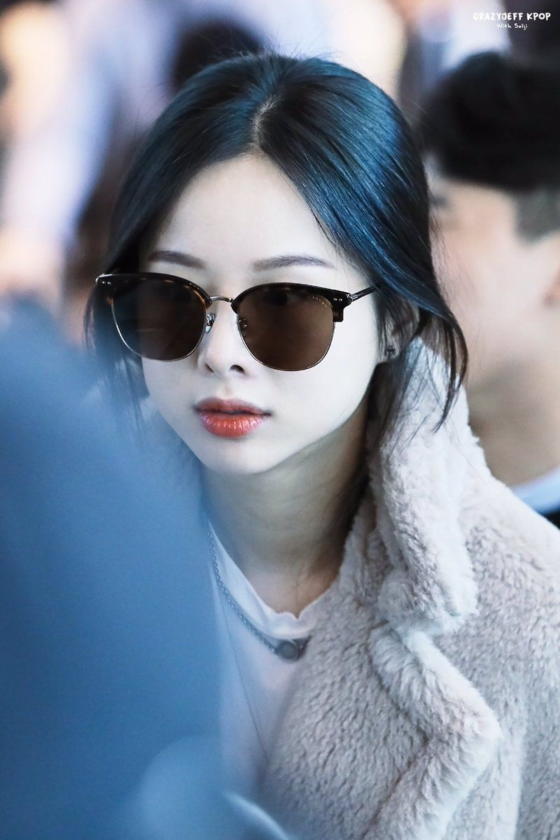 Pin By Lulamulala On Exid Solji Girl Cat Eye Sunglasses Kpop Idol