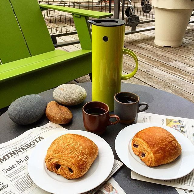 Chocolate croissants, Loll Designs outdoor lounge chair and side table + heath ceramics. The perfect outdoor summer breakfast. Spotted on Instagram by @bongoland47.