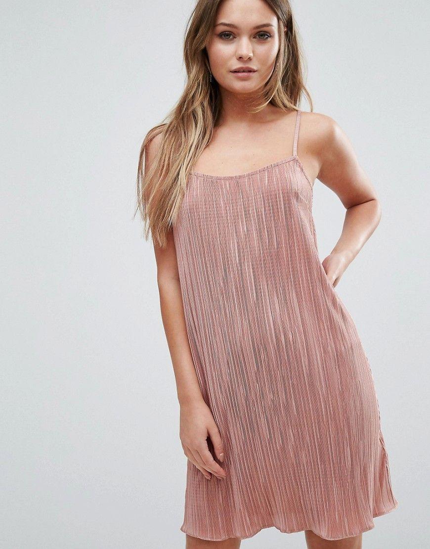 Consigue este tipo de vestido informal de Lipsy ahora! Haz clic para ...