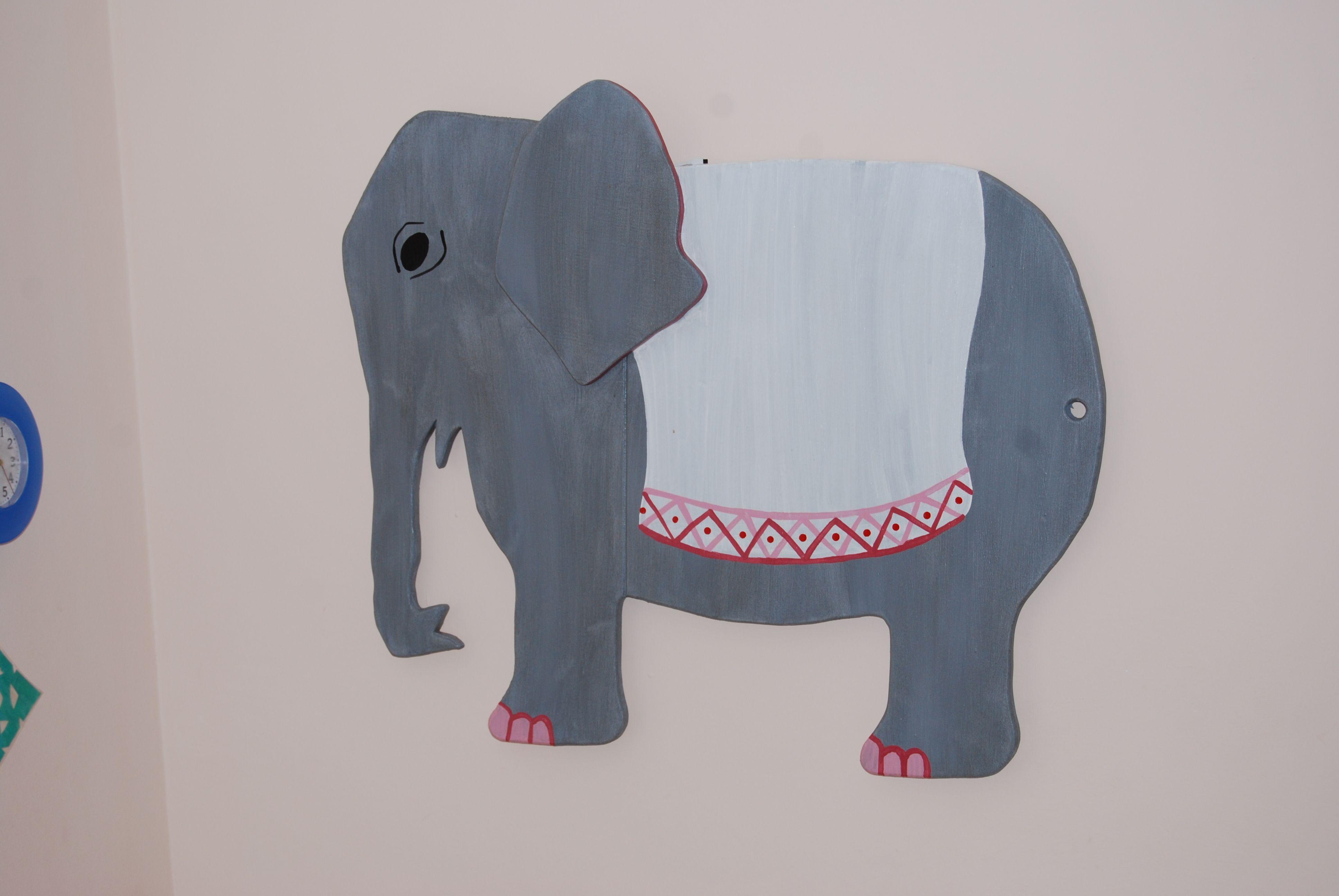 Kinderzimmer Deko Elefant mit unsichtbarer Zweitfunktion