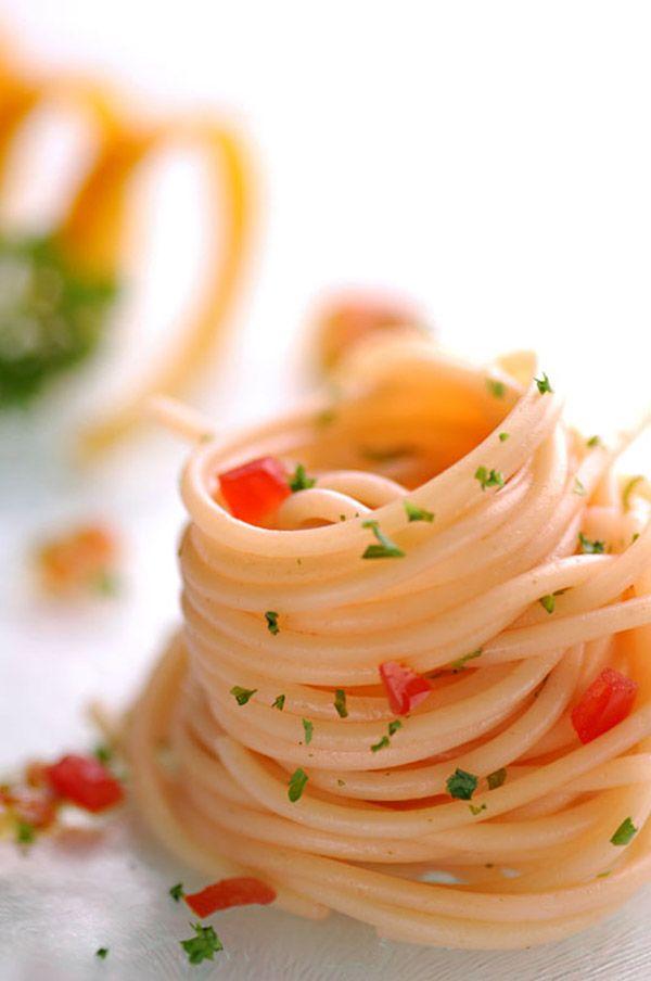 elegant presentation of spaghetti...