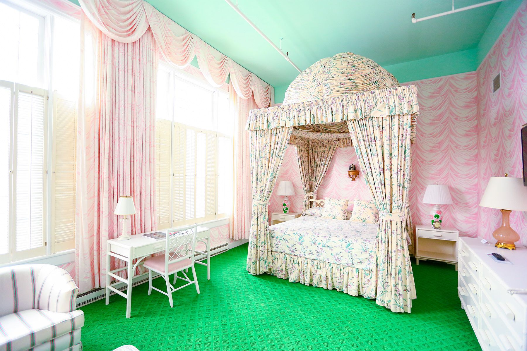 Grand Hotel Tiffany Suite Interiors Grandhotelmichigan Grandhotel Mackinacisland Luxury Suite Grand Hotel Mackinac Island Themed Hotel Rooms Grand Hotel