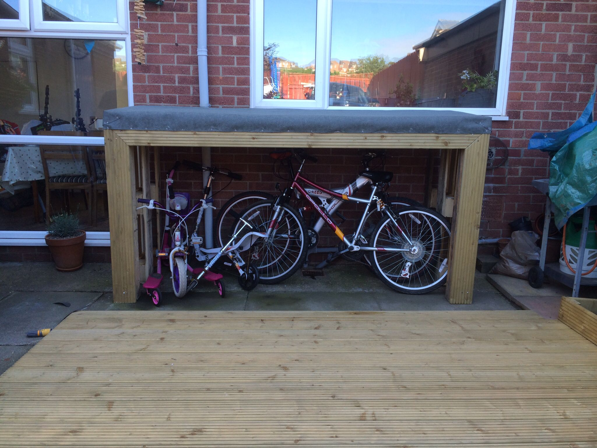 Bike shed made from 48 pallets, two decking boards & a roll of
