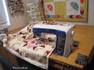 Free-Motion Quilting Tutorial by Paula Reid (quilting large quilts ... : machine quilting a large quilt - Adamdwight.com