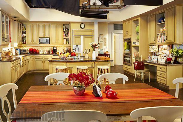 Kitchen Inspiration Modern Family Tv Show Dunphy Family Modern Family Kitchen Modern Family House Family House Plans