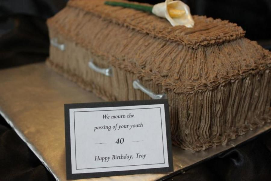 900_690230fxs5_coffin-over-the-hill-cake.jpg (900×600)