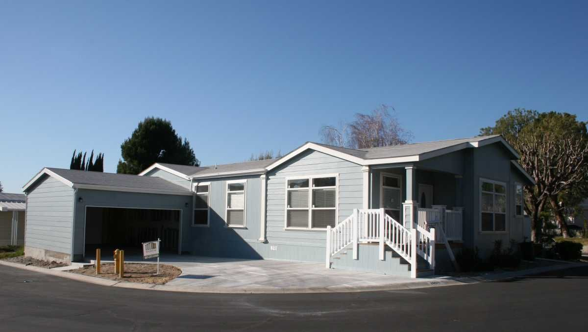2006 Champion Mobile Manufactured Home In Canyoncountry Ca Via Mhvillage Com Call Majestichomes 661 25 Mobile Homes For Sale Ideal Home Manufactured Home