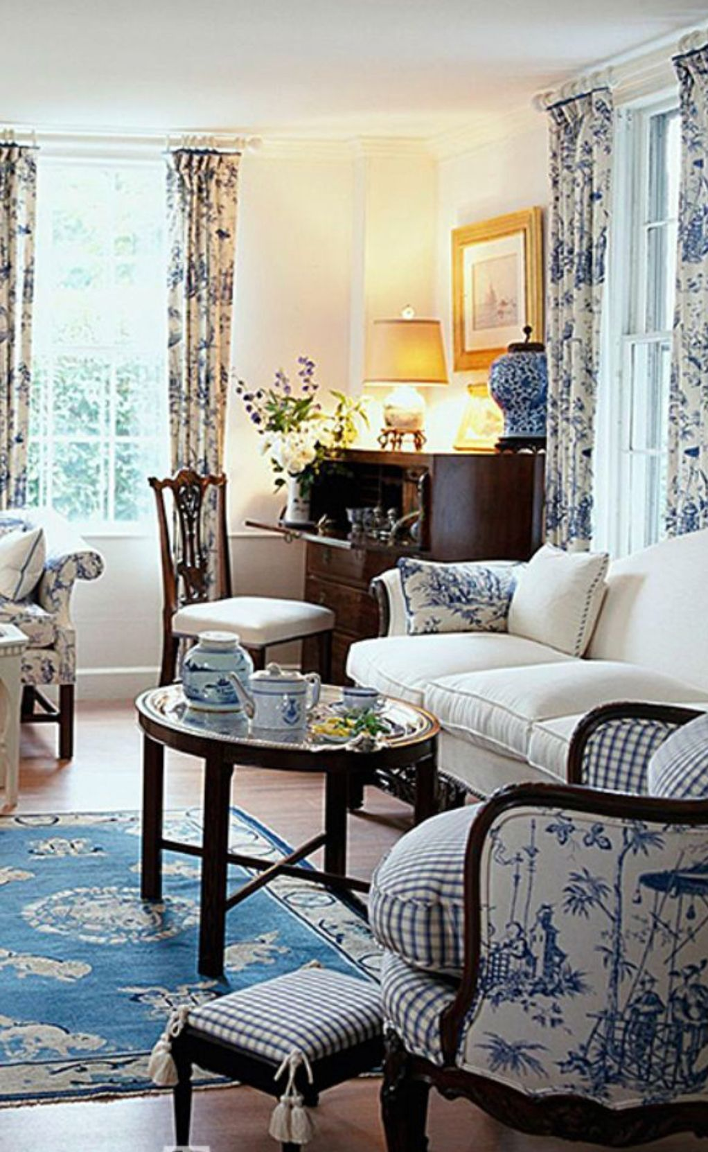 wwwtraditionalhome  formal living room decor