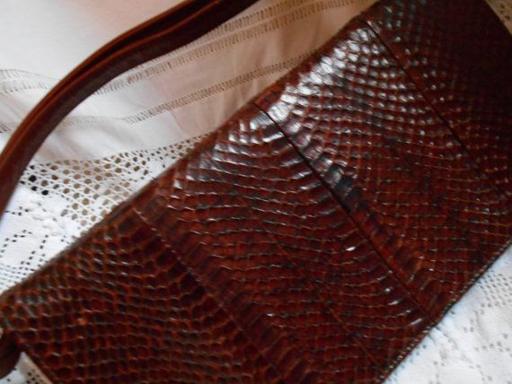 Ehi, ho trovato questa fantastica inserzione di Etsy su https://www.etsy.com/it/listing/217923448/vintage-handbag-vintage-1970s-brown