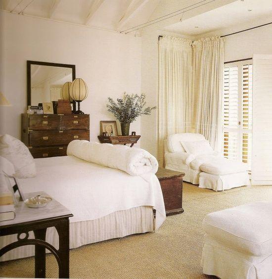 Simple but sweet bedroom decor.